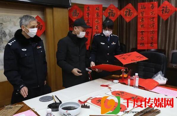 翰墨飘香 情暖警营:宜兴市文联书法家到公安局献墨宝
